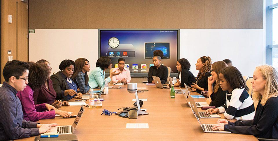écran traulux en salle de réunion